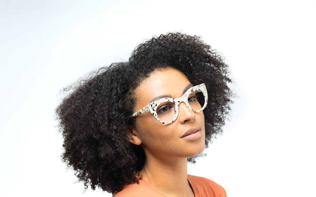 becca view polette glasses model view 01