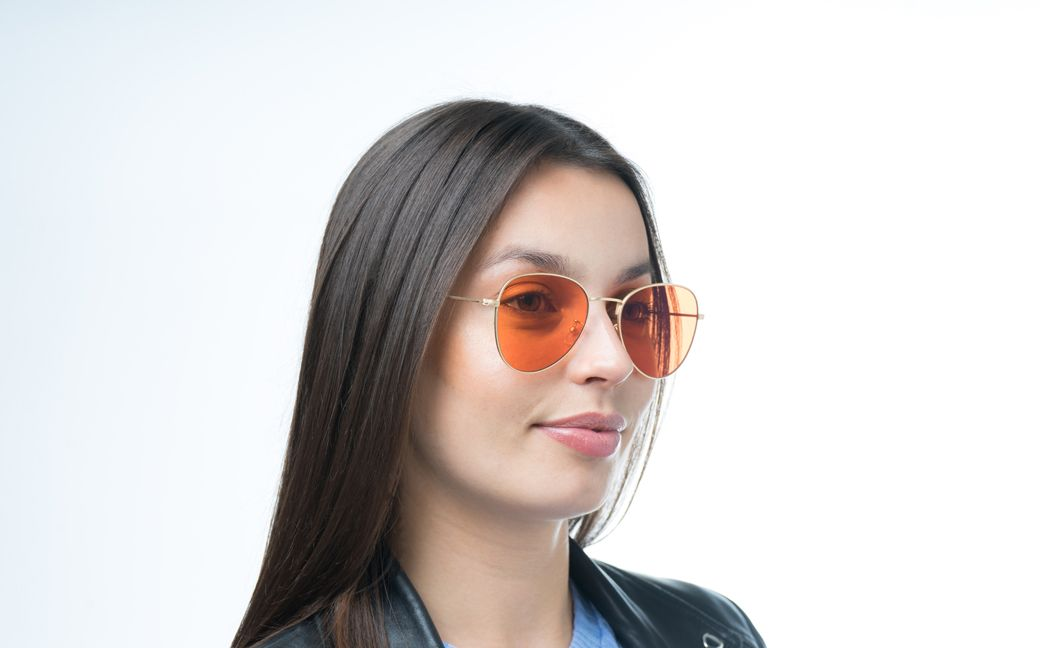 freyja gold s glasses model view 02 crop
