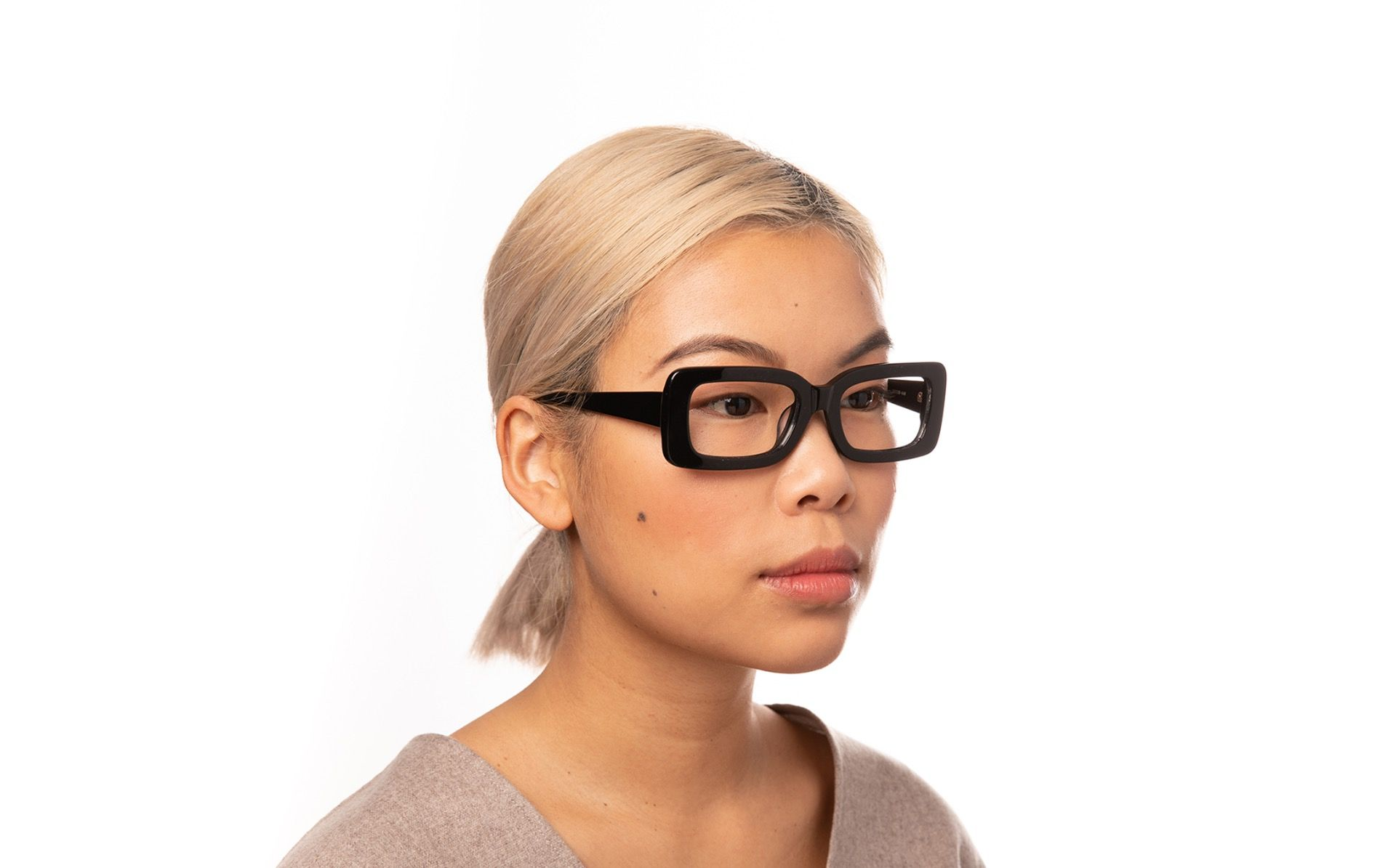 kourtney view black polette glasses model view 01