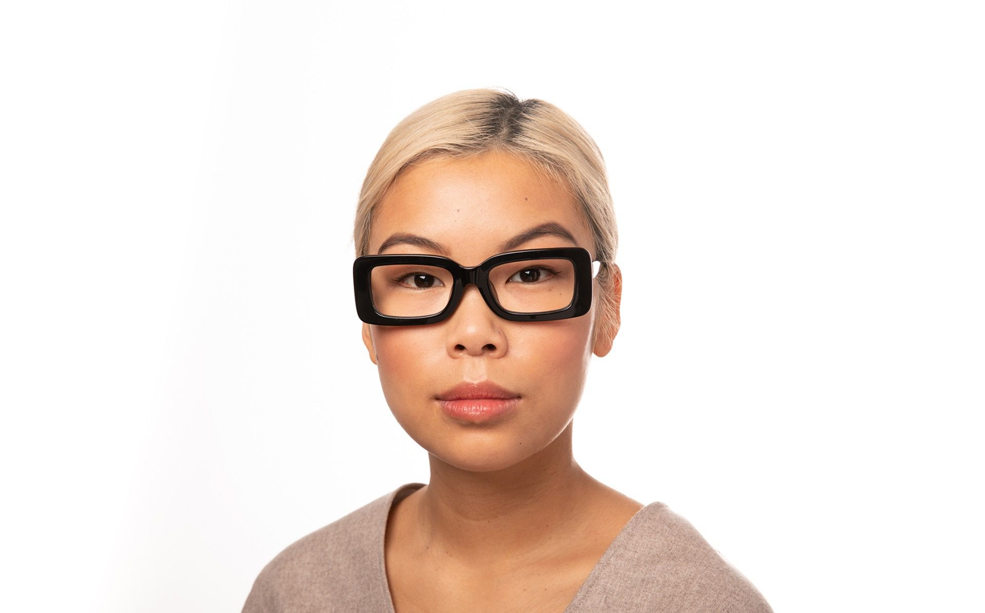 kourtney view black polette glasses model view 02