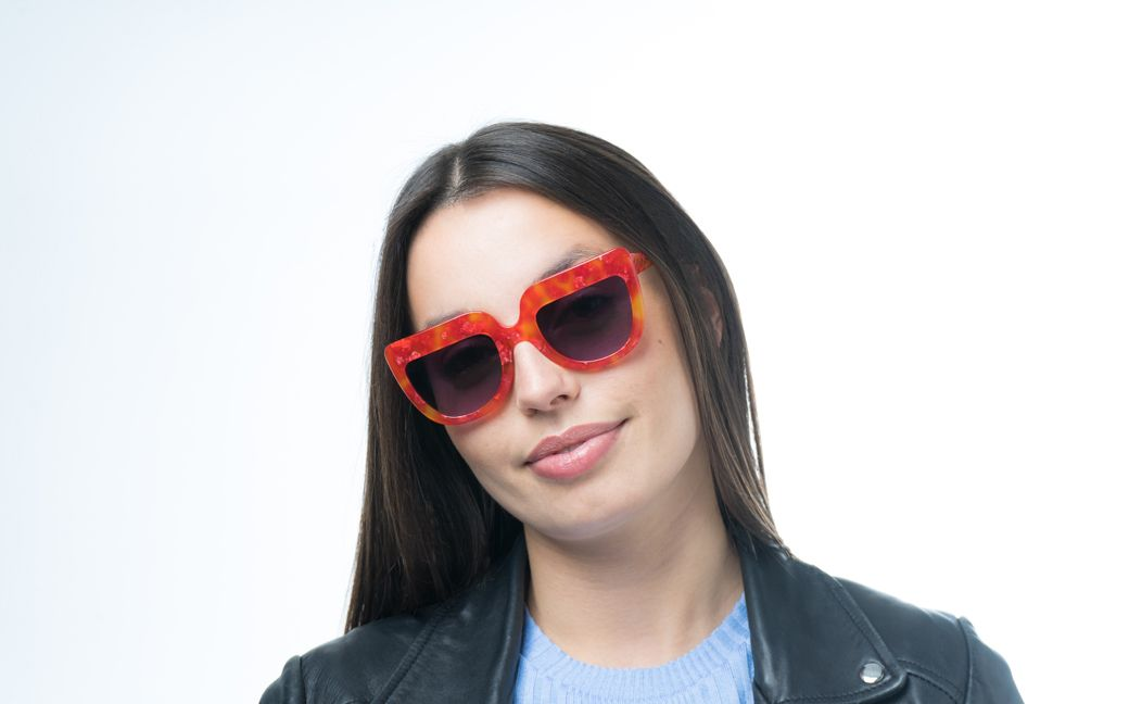 molly red glasses model view 01 crop
