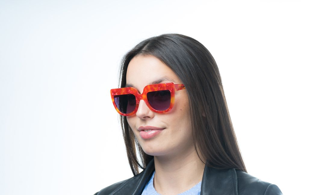 molly red glasses model view 02 crop