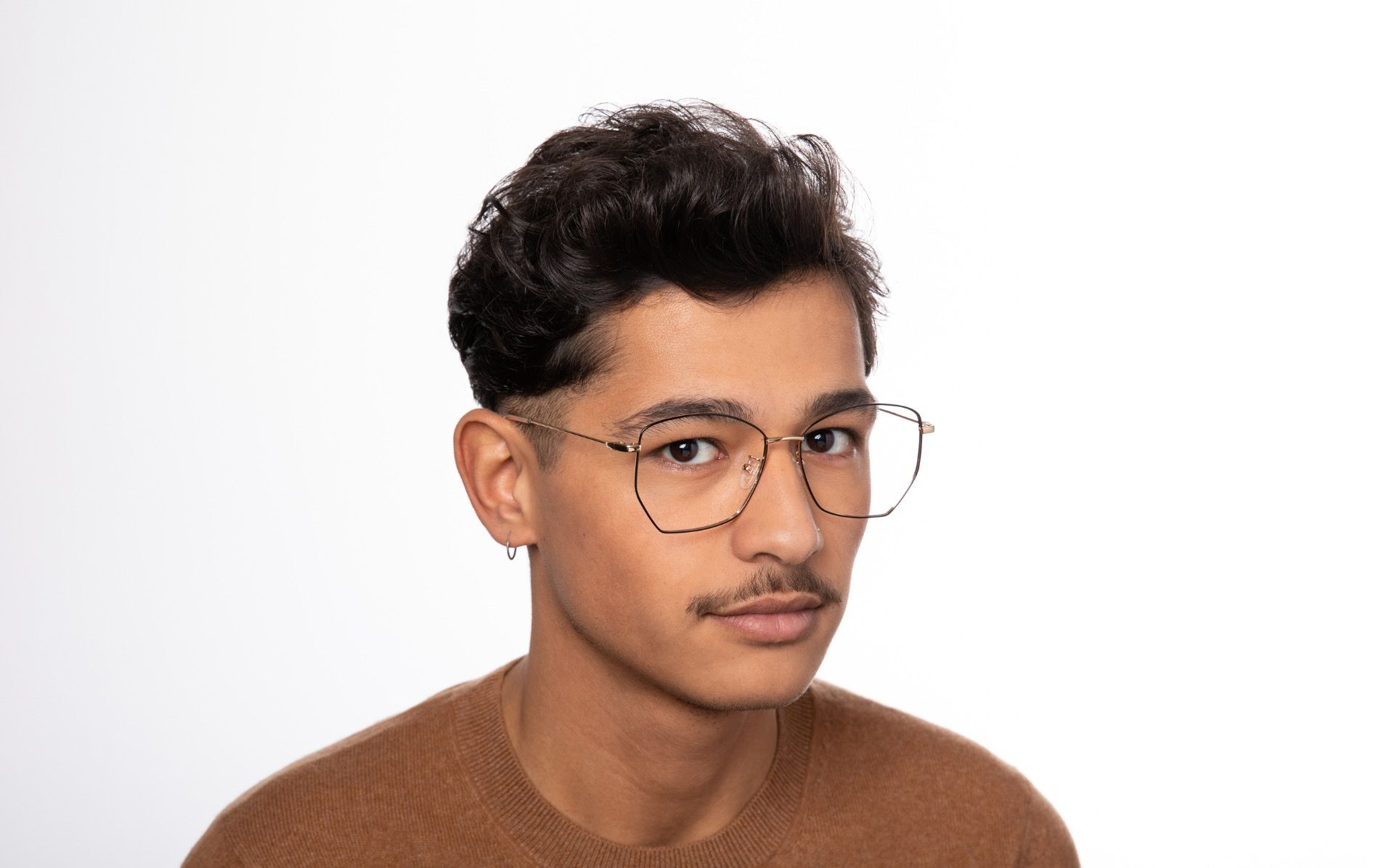 venom polette glasses model view 03 crop