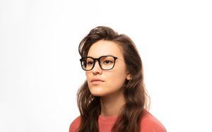 amber black polette glasses model view 02
