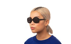 hadid black polette glasses model view 02