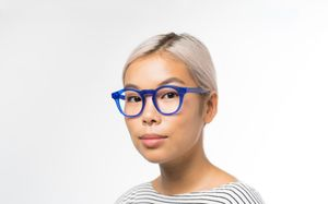 maxwell blue polette glasses model view 02 crop