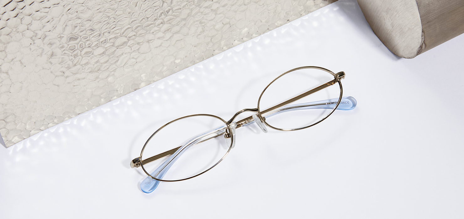 Metal glasses: the center of attention.