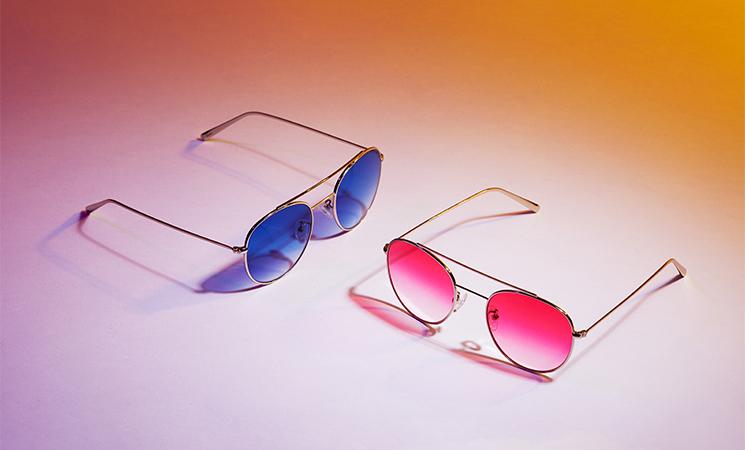 lunettes de soleil avec verres colorés